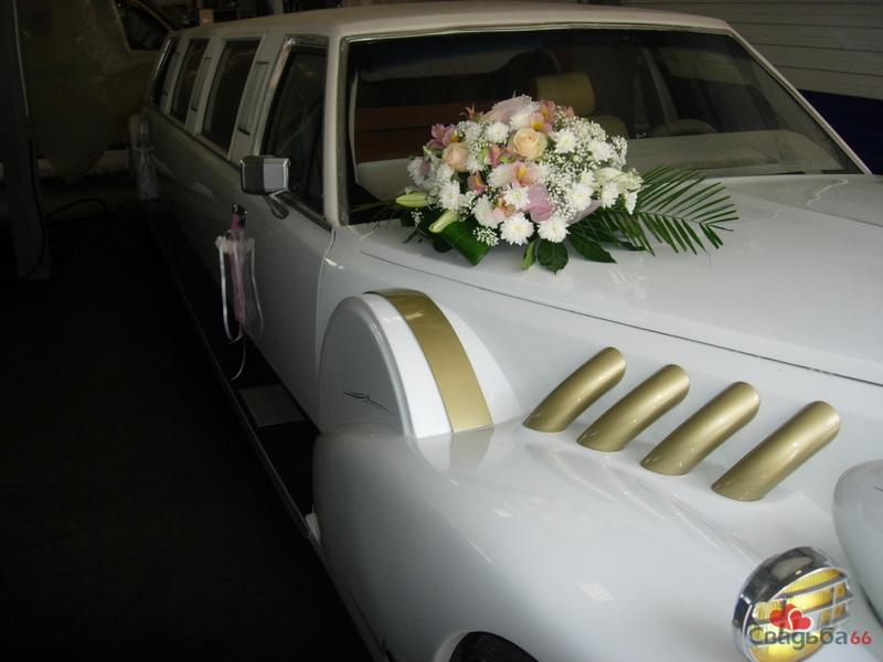Оформление свадебной машины живыми