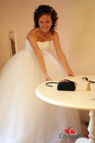 Самое пышное свадебное платье.