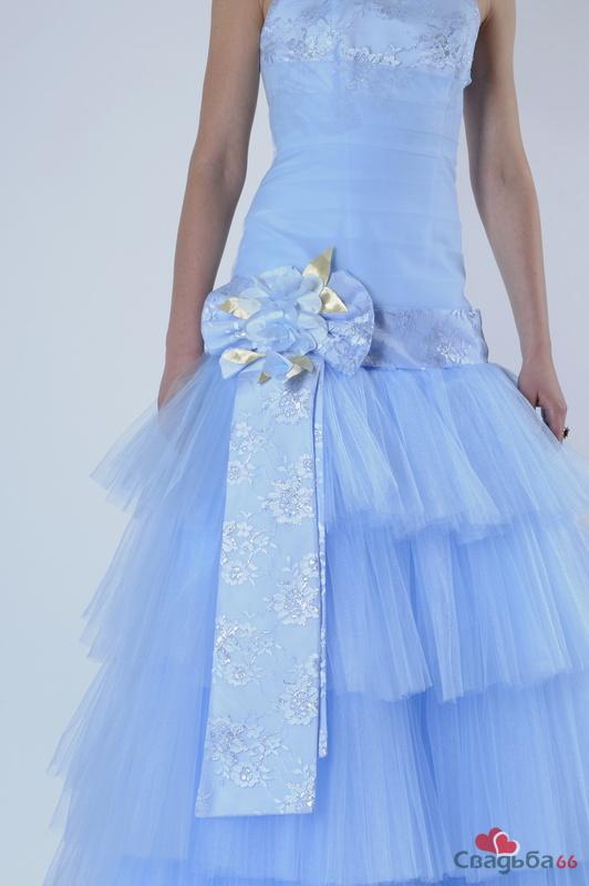 Свадебное платье голубого цвета 2