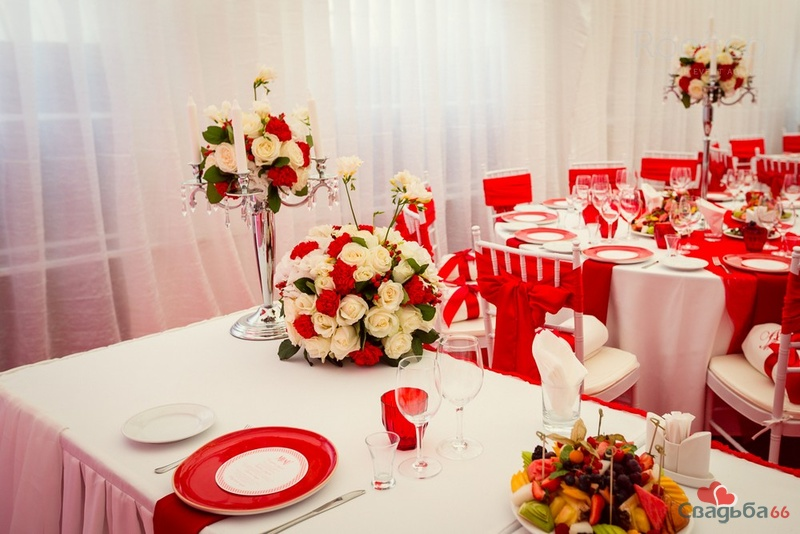 Wedding in red фото