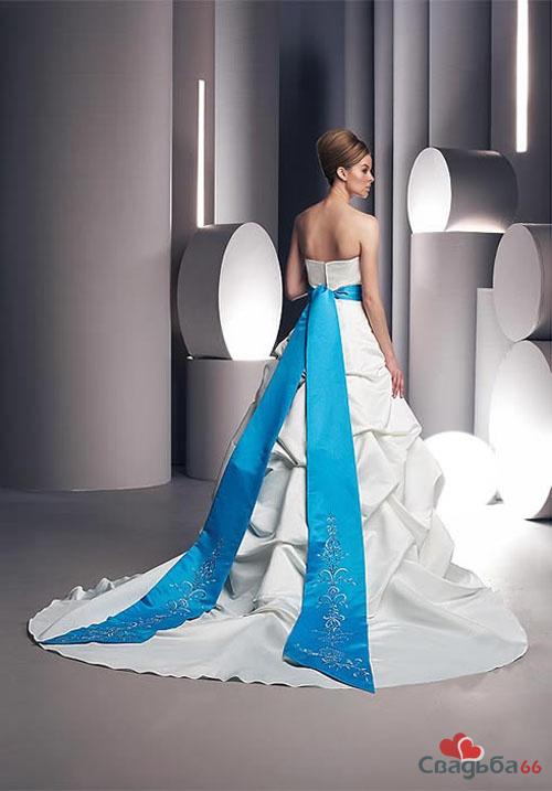 Белое платье с голубым поясом 8